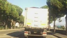 Un camion in transito del golfo per il trasporto pet-coke