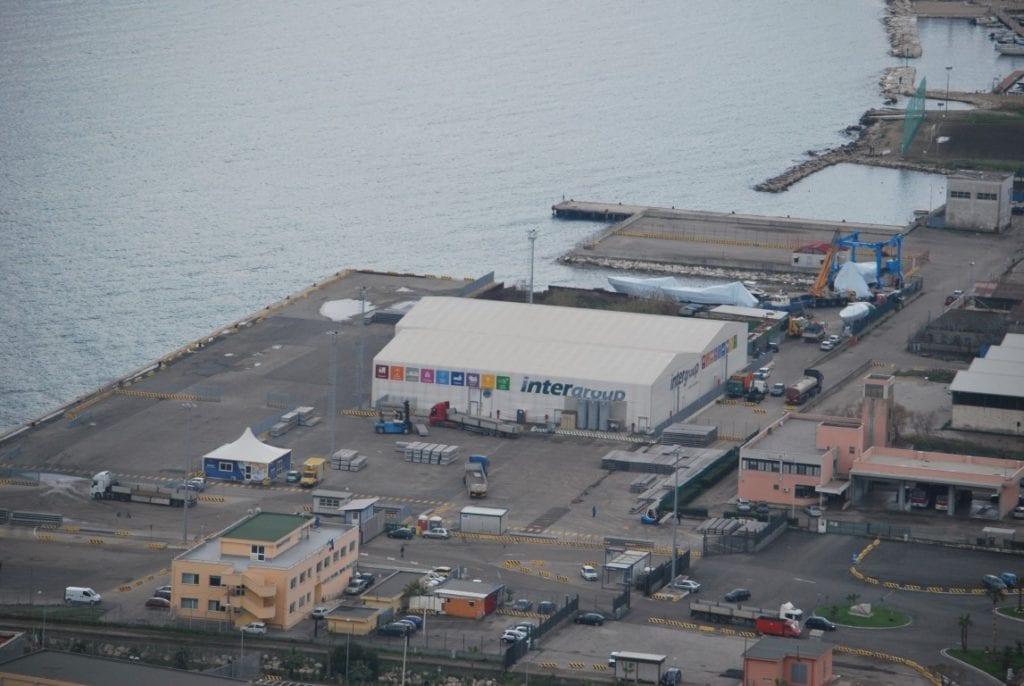 Il deposito Iintergroup al porto commerciale di Gaeta