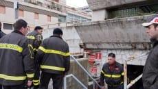 I Vigili del Fuoco controllano il funzionamento dell'impianto antincendio