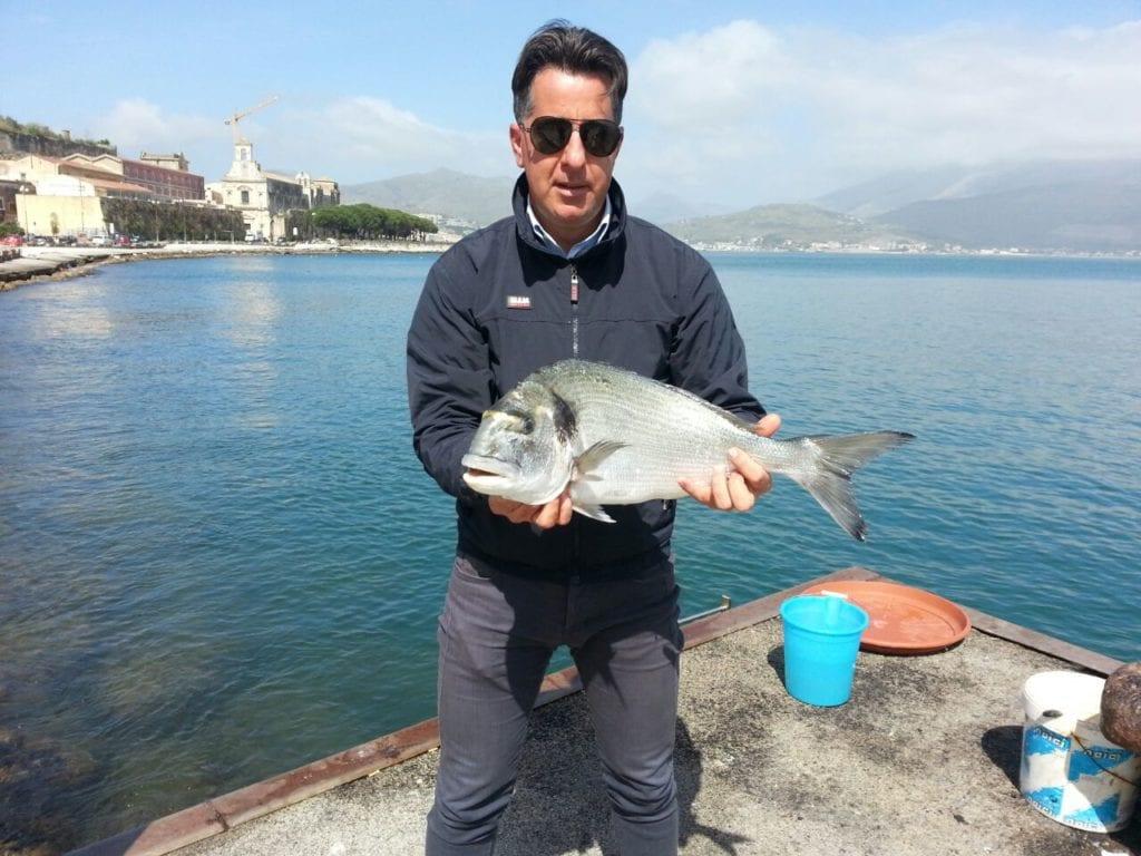 Pesca miracolosa per l 39 itrano massimo cannella for Un mezzo galleggiante