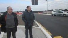 A destra il sindaco Antonio Terra verifica dei lavori in zona Carroceto
