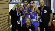 Petroni addenta una medaglia boxe latina