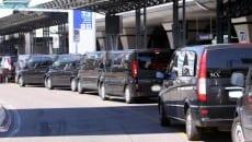 Ncc in fila all'aeroporto di Fiumicino