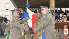 Il generale Zontilli consegna la Bandiera del COMACA al generale Barbarotto