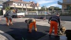 lavori strisce pedonali rialzate Gianola
