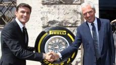 Stretta di mano tra il vice presidente dell'Inter Zanetti e Marco Tronchetti Provera