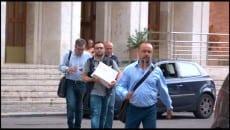 Il personale della Guardia di Finanza all'uscita dal Comune di Gaeta