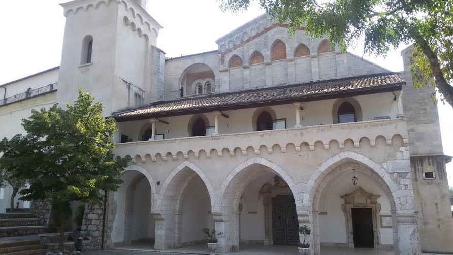 L arcivescovo apre due porte sante in diocesi ausonia e gaeta - Rito porta soldi ...