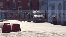 I carabinieri all'imbarco di Ponza: sulla destra si nota la borsa ritenuta inizialmente sospetta