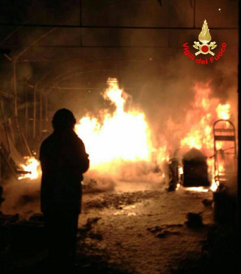 Due incendi devastanti nella notte, paura a Fondi e Sonnino: fiamme dolose