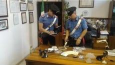 I Carabinieri con lo stupefacente posto sotto sequestro