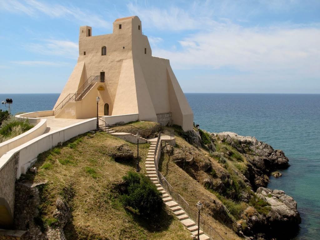 Matrimonio Spiaggia Sabaudia : Sperlonga celebrato il primo matrimonio a torre truglia