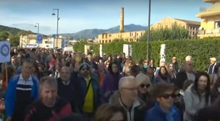 Un momento della protesta dei pendolari