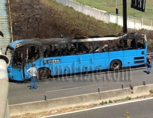 Autobus Cotral in fiamme