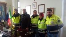 Il sindaco Cardillo con i volontari dell'associazione Aego