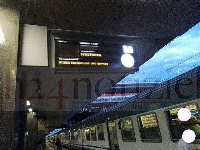 Guasto elettrico alla stazione Termini, treni bloccati. Disagi per i passeggeri