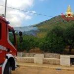 Fondi, incendio nella zona del Parco Aurunci (video)