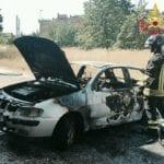 Incendio auto in via Guido Rossa a Latina