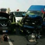 Auto si schianta contro un furgone, frontale sulla Pontina: sei feriti