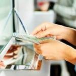 Utilizzando documenti falsi gli svuotano il conto: banca condannata