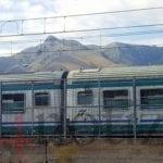 Uomo investito da un treno, traffico in tilt e ritardi sulla Formia-Napoli