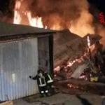 Norma, brucia un capannone adibito a legnaia con bombole GPL (#video)