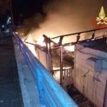 Brucia uno stabilimento balneare in viale Circeo a Terracina
