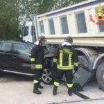 Incidente in via Ausente, tre feriti: uno è grave