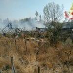 Vasto incendio a Latina, bruciano anche delle serre