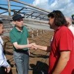 Il ministro dell'Agricoltura cinese a lezione nelle serre di Sperlonga