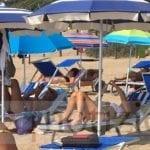 Vacanze sulle dune ma in spiaggia libera per la ministra