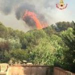 """Dramma incendi, l'appello del sindaco al Prefetto: """"Servono uomini e mezzi militari"""""""