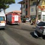 Incidente in via dell'Agora: finisce con l'auto contro due vetture in sosta