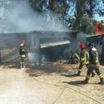 Latina, fiamme in un deposito di via Lunga