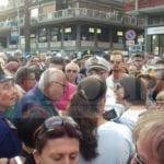 Crisi idrica, il sindaco accolto dai fischi dei manifestanti (#video)