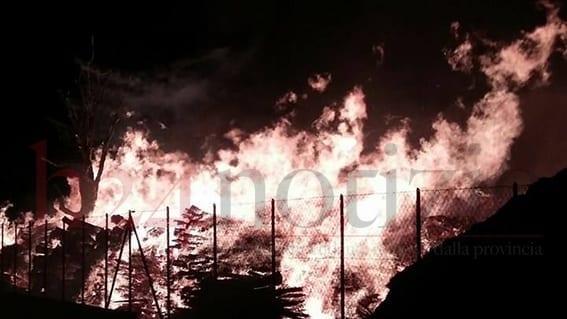 Incendio in un deposito di legname sulla pontina fiamme for Deposito bilancio 2017 scadenza