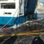 Ponza, traghetto urta la banchina in retromarcia: danni e paura