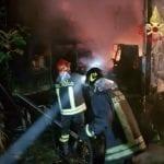 Aprilia, incendio in un'azienda agricola: brucia un rimorchio adibito a magazzino