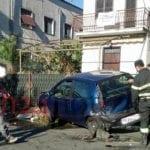 Tampona un auto in sosta sulla Francesco Baracca: soccorso dal 118