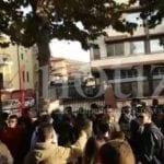 Continua a piovere in palestra (e non solo): studenti in protesta a Fondi