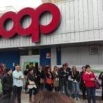 """""""Coop licenzia lavoratori e scappa dal territorio"""": manifestazione a Terracina"""