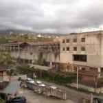 Crollo nella ex fabbrica D'Agostino: cede una parte del tetto
