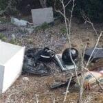 Caschi e pezzi di scooter scaricati sulla duna, ancora un'aggressione all'ambiente