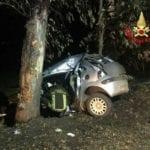 Auto si schianta contro un albero, incidente a Pontinia