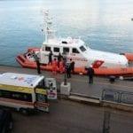 Malore su un peschereccio: soccorsi a ostacoli, ma vento e mare agitato non fermano la staffetta della Guardia Costiera