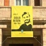 Uno stendardo sul balcone del Comune per Giulio Regeni