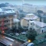 Fiocchi di neve nella mattinata di Formia – VIDEO