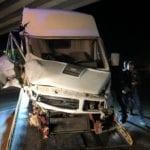 Aprilia, furgone si schianta contro il pilone del cavalcavia