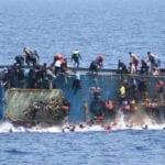 Polemiche a Gaeta: un barcone di migranti tra i carri di Carnevale