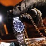 Banda del buco in azione: ladri in gioielleria, furto da 50mila euro